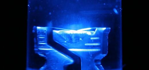 Dioda pemancar-cahaya biru (sumber foto: LED macro blue oleh outlaw_wolf