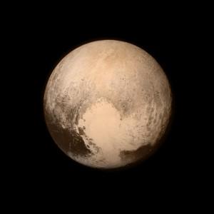 Penampakan Pluto yang diambil oleh Long Range Reconnaissace Imager (LORRI) di wahana New Horizon. Sumber: NASA's Marshall Space Flight Center. CC BY-NC 2.0
